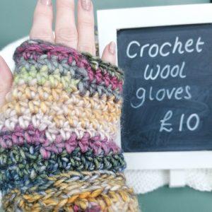 Crochet wool gloves