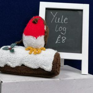 Yule log knitted robin