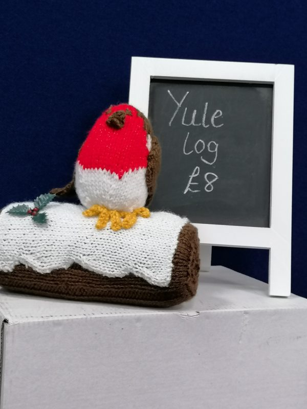 Yule log knitted robin